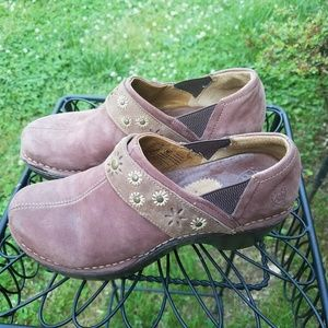 ARIAT SLIDE IN SUEDE CLOG MULES SIZE 7
